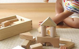 赤ちゃんのために選びたい、国産木のおもちゃ