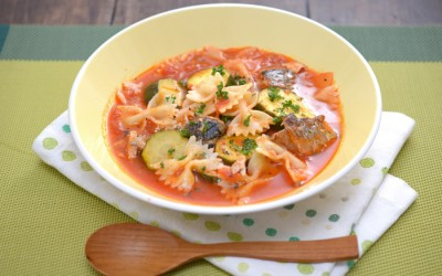 さばとズッキーニのトマトスープパスタ
