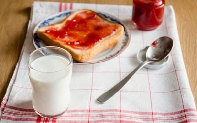 ちいさな頃からガラスのコップ。食育に、つよいこグラス