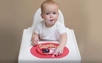 離乳食に、動かないお皿。ezpzのhappy mat