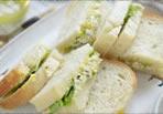 平飼い卵とバジルのサンドイッチ