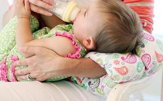 便利で使える!赤ちゃん用のふわふわクッションを手作り